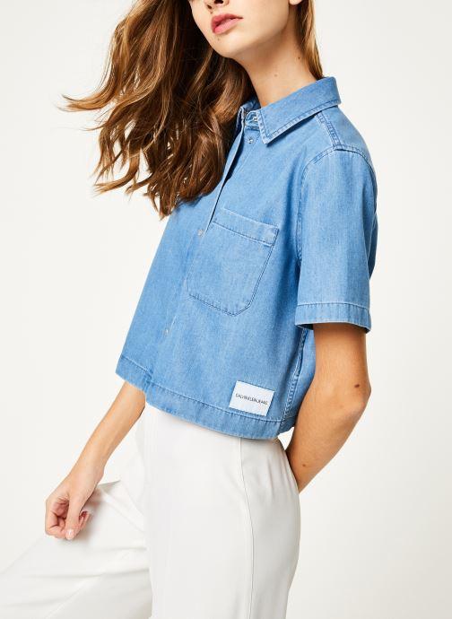 Vêtements Calvin Klein Jeans Cropped SS Shirt Indigo Tencel Bleu vue détail/paire