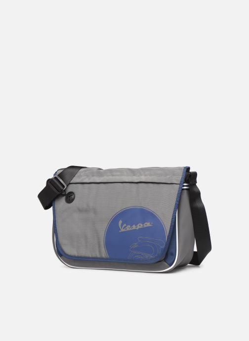Porta PC Vespa TRACK Grigio modello indossato