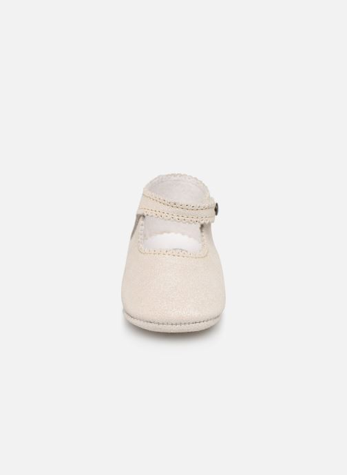 Chaussons Bout'Chou CHAUSSON BRILLANT Gris vue portées chaussures