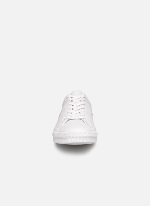 Baskets Converse One Star Triple Leather Ox Blanc vue portées chaussures