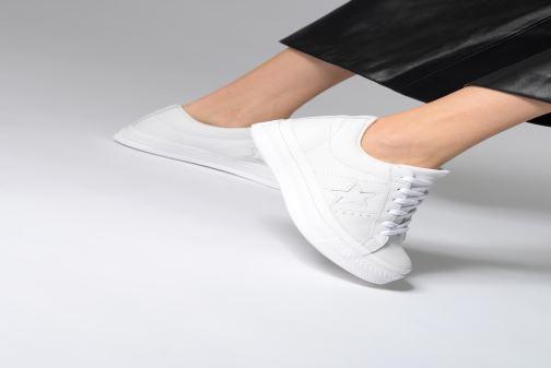 Sneaker Converse One Star Triple Leather Ox W weiß ansicht von unten / tasche getragen