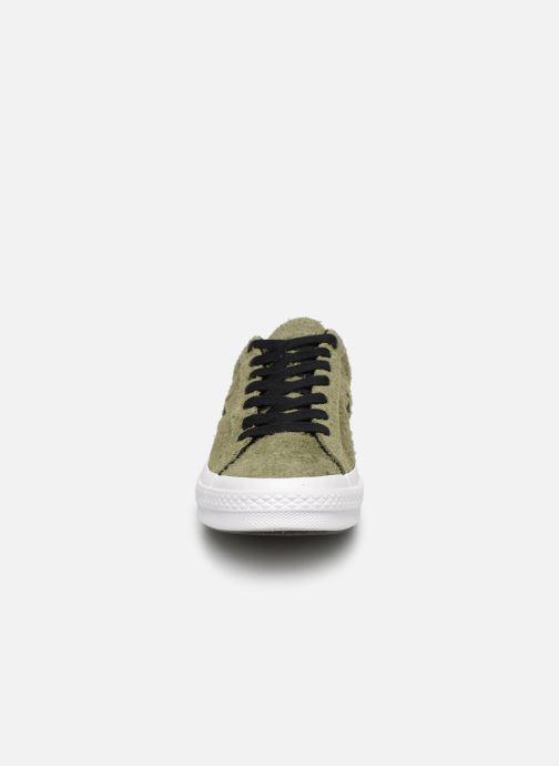Baskets Converse One Star Dark Star Vintage Suede Ox Vert vue portées chaussures