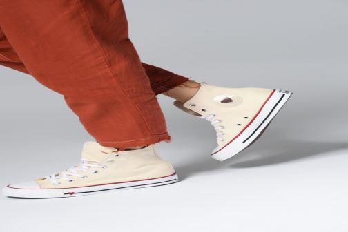 Sneaker Converse Chuck Taylor All Star Sucker for Love Hi rot ansicht von unten / tasche getragen