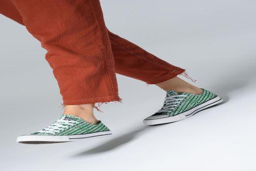 Sneaker Converse Chuck Taylor All Star Wordmark 2.0 Ox W grün ansicht von unten / tasche getragen