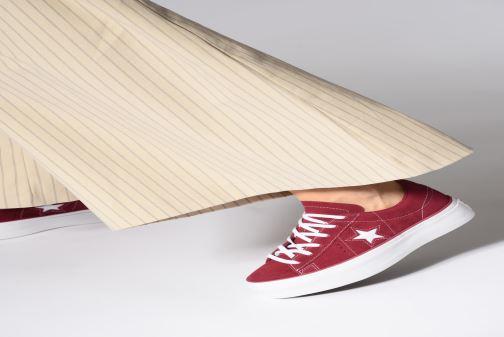 Sneaker Converse One Star Platform Lift Me Up Ox weinrot ansicht von unten / tasche getragen