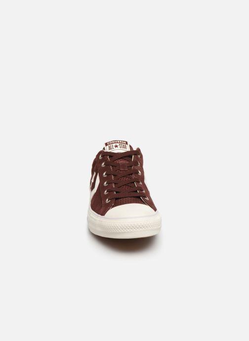 Baskets Converse Star Player Suede Ox Marron vue portées chaussures