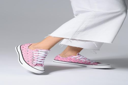 Trainers Converse Chuck Taylor All Star Hello Kitty  Ox Pink view from underneath / model view