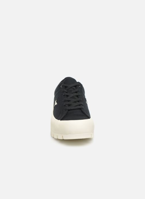 Sneakers Converse One Star Lugged Court Stopper Ox Nero modello indossato