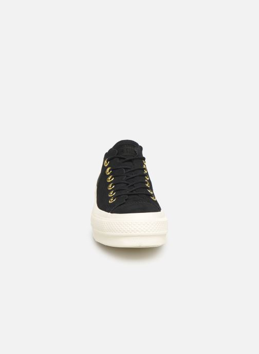 Baskets Converse Chuck Taylor All Star Lift Frilly Thrills Ox Noir vue portées chaussures