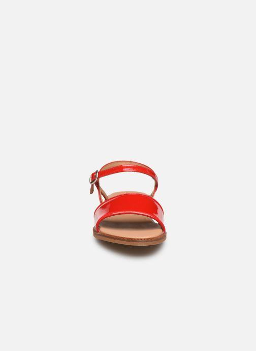 Sandalen Cendry Camille rot schuhe getragen