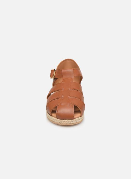 Sandales et nu-pieds Cendry Sasha Marron vue portées chaussures