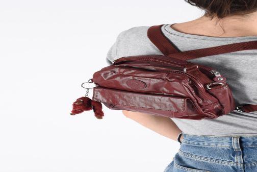 Handtaschen Kipling Candy rot ansicht von unten / tasche getragen