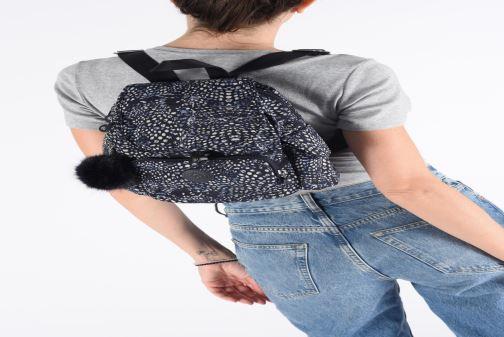 Rucksäcke kipling City Pack Mini schwarz ansicht von unten / tasche getragen