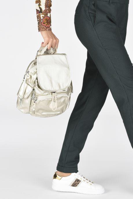Rucksäcke Kipling City Pack Mini weiß ansicht von unten / tasche getragen