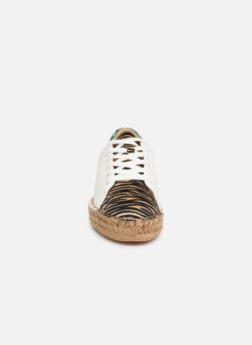 Baskets Vanessa Wu BK1895 Blanc vue portées chaussures
