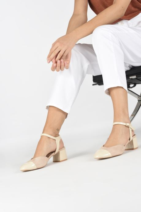 Sandals Vanessa Wu SD1906 Beige view from underneath / model view