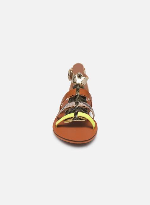 Sandali e scarpe aperte Vanessa Wu SD1957 Oro e bronzo modello indossato