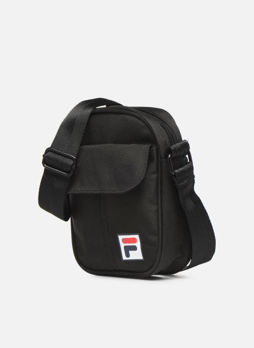 Sacs homme FILA Pusher Bag 2 Milan Noir vue portées chaussures