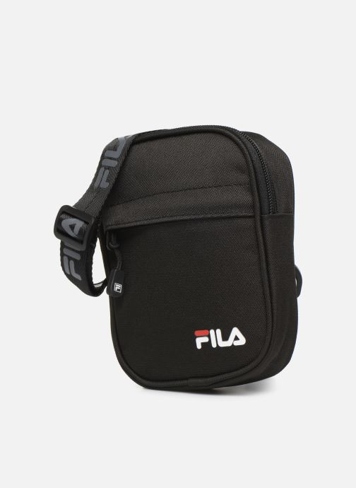 Bolsos de hombre FILA New Pusher Bag Berlin Negro vista del modelo