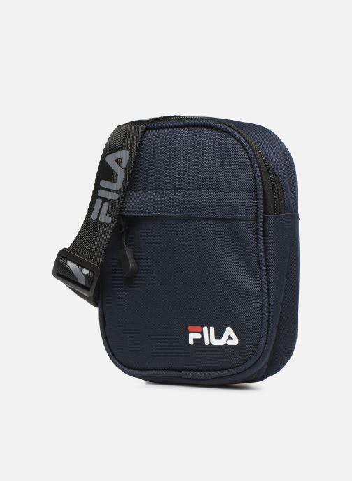 Borse uomo FILA New Pusher Bag Berlin Azzurro modello indossato