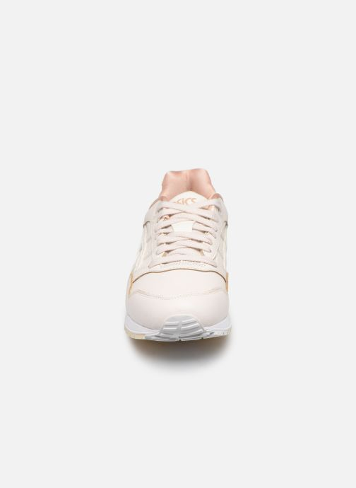 Baskets Asics Gelsaga Rose vue portées chaussures