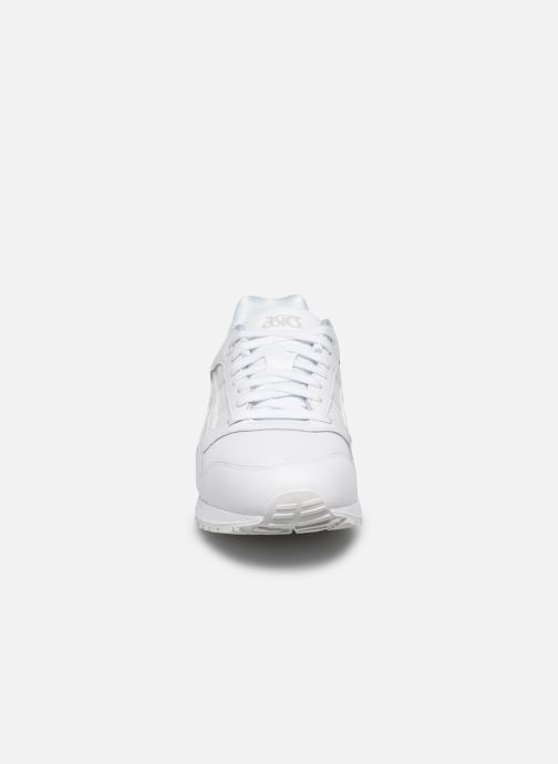 Baskets Asics Gelsaga Blanc vue portées chaussures