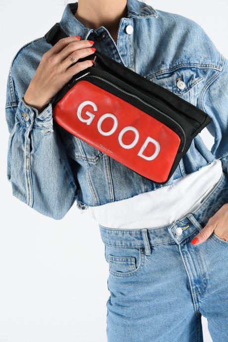 Petite Maroquinerie PS Paul Smith BUMBAG GOOD Rouge vue bas / vue portée sac
