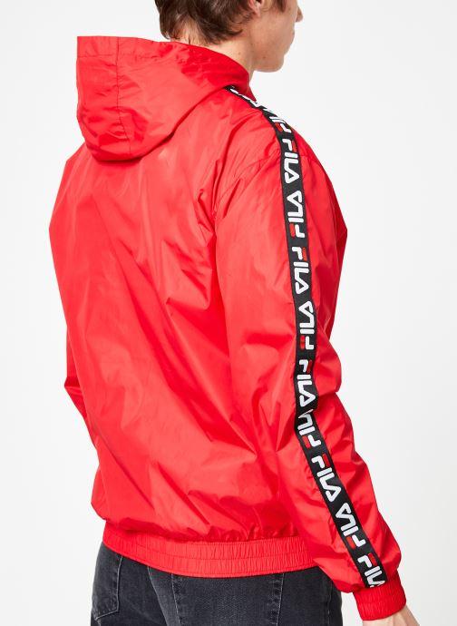 Vêtements FILA Tacey Tape Wind Jacket Rouge vue portées chaussures