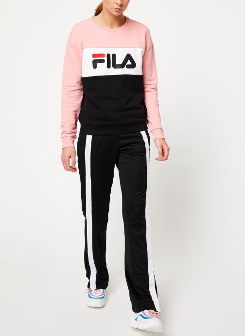 Vêtements FILA Leah Crew Sweat Noir vue bas / vue portée sac