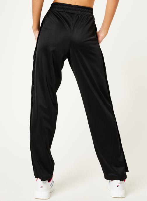 Vêtements FILA Geralyn Track Pants Noir vue portées chaussures