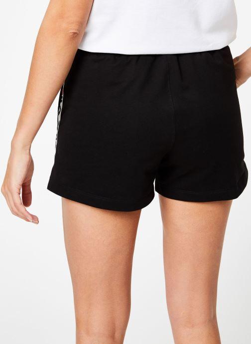Vêtements FILA Maria Shorts Noir vue portées chaussures