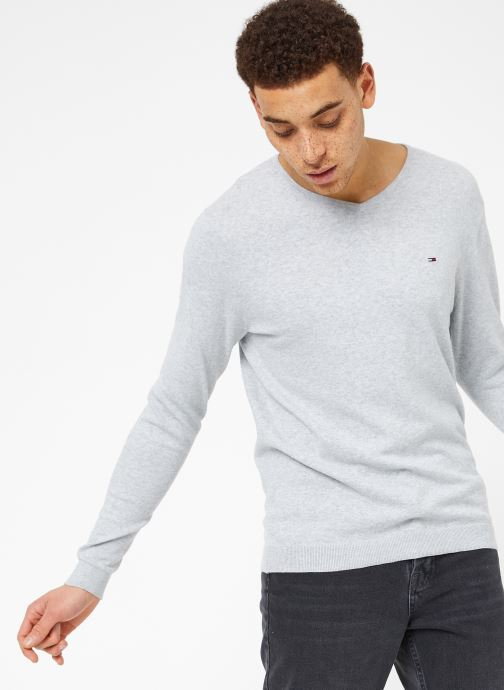 Vêtements Tommy Jeans TJM ORIGINAL V NECK SWEATER Gris vue détail/paire