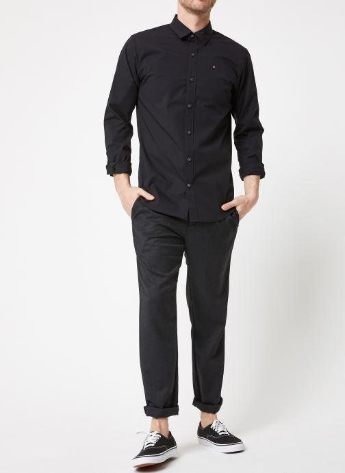 Vêtements Tommy Jeans TJM ORIGINAL STRETCH SHIRT Noir vue bas / vue portée sac