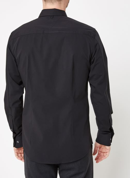 Vêtements Tommy Jeans TJM ORIGINAL STRETCH SHIRT Noir vue portées chaussures