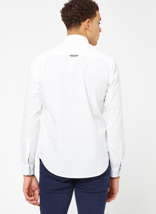 Vêtements Tommy Jeans TJM ORIGINAL END ON END SHIRT Blanc vue portées chaussures
