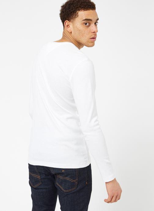 Kleding Tommy Jeans TJM ORIGINAL RIB LONGSLEEVE TEE Wit model