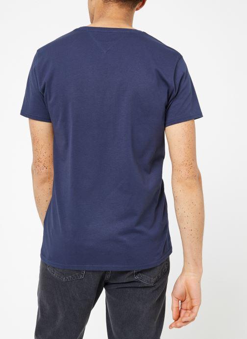 Vêtements Tommy Jeans TJM ORIGINAL JERSEY V NECK TEE Bleu vue portées chaussures