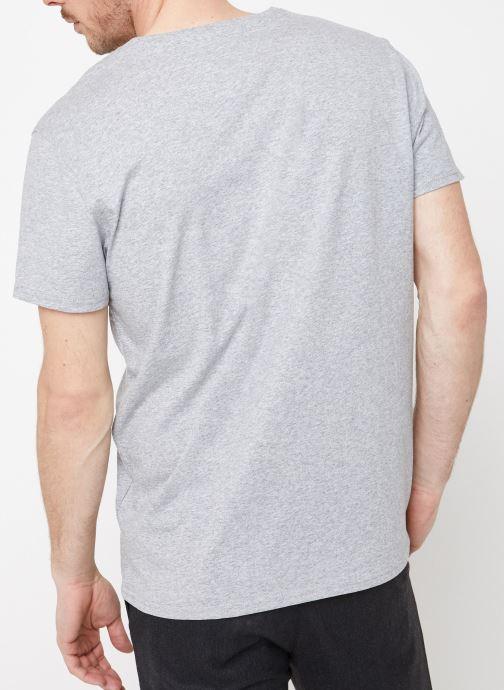 Kleding Tommy Jeans TJM ORIGINAL JERSEY V NECK TEE Grijs model