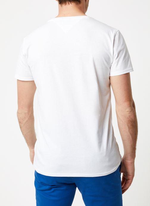 Vêtements Tommy Jeans TJM ORIGINAL JERSEY V NECK TEE Blanc vue portées chaussures