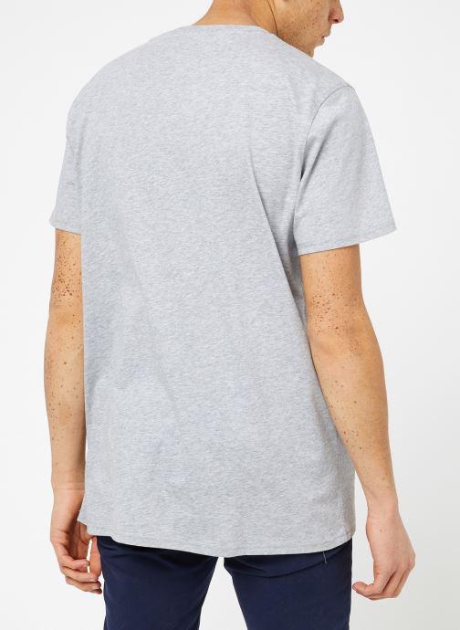 Ropa Tommy Jeans TJM ORIGINAL JERSEY TEE Gris vista del modelo