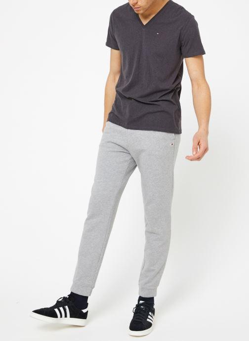Vêtements Tommy Jeans TJM ORIGINAL TRIBLEND V NECK TEE Gris vue bas / vue portée sac
