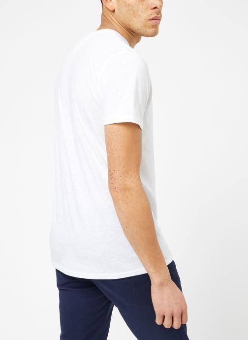 Vêtements Tommy Jeans TJM ORIGINAL TRIBLEND V NECK TEE Blanc vue portées chaussures