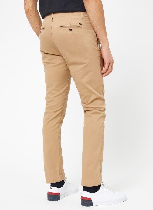 Vêtements Tommy Jeans TJM ESSENTIAL SLIM CHINO Beige vue portées chaussures