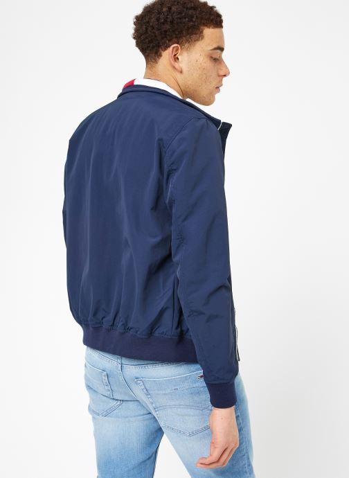 Vêtements Tommy Jeans TJM ESSENTIAL CASUAL BOMBER Bleu vue portées chaussures