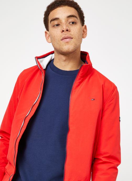 Tøj Tommy Jeans TJM ESSENTIAL CASUAL BOMBER Rød detaljeret billede af skoene