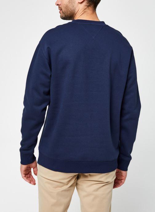 Vêtements Tommy Jeans TJM TOMMY CLASSICS CREW Bleu vue portées chaussures