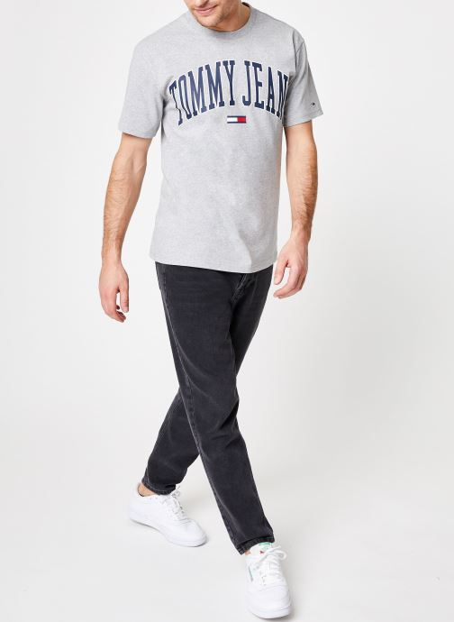 Tøj Tommy Jeans TJM COLLEGIATE LOGO TEE Grå se forneden