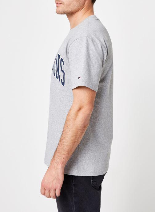 Tøj Tommy Jeans TJM COLLEGIATE LOGO TEE Grå Se fra højre