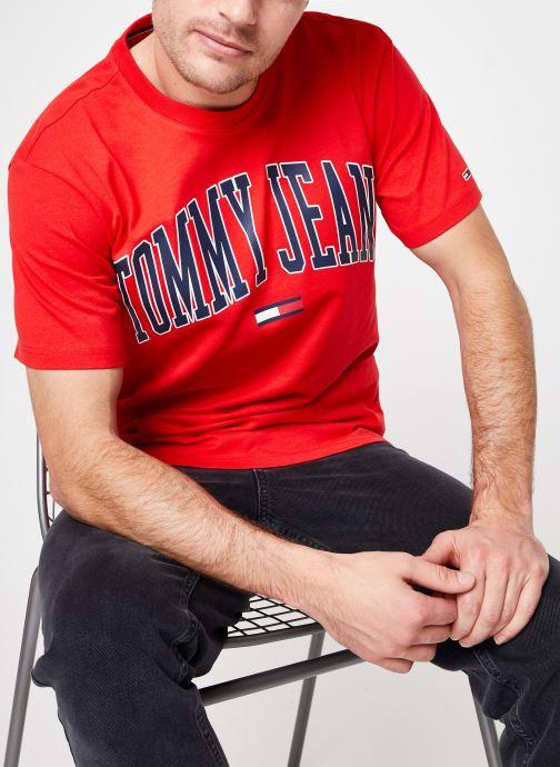Kleding Tommy Jeans TJM COLLEGIATE LOGO TEE Rood detail