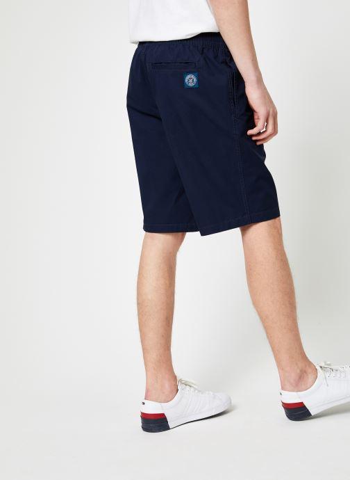 Vêtements Tommy Jeans TJM BASKETBALL SHORT Bleu vue portées chaussures